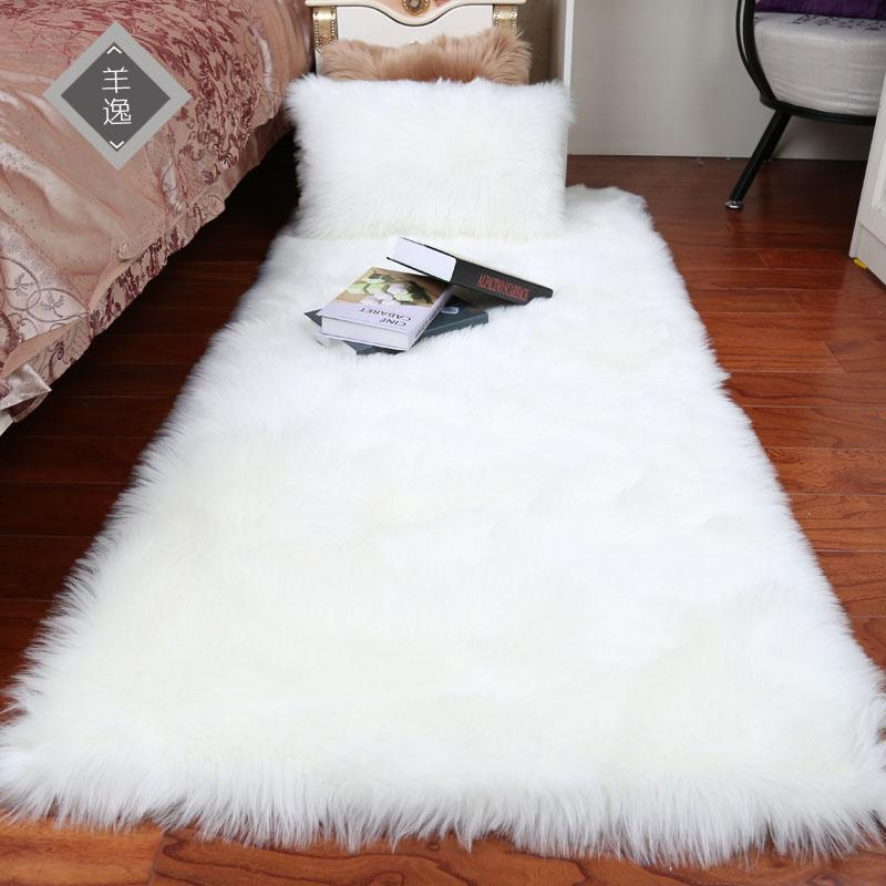 Peluche tampon de laine d'imitation européenne tapis de chambre chevet cheveux longs baie fenêtre coussin canapé coussin tapis blanc fenêtre rouge