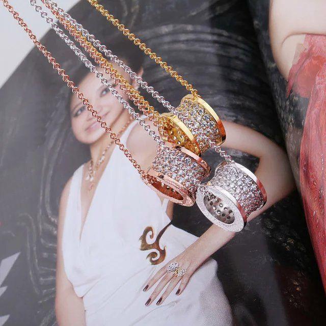 وصول جديد أزياء سيدة التيتانيوم الصلب الترقين 18K مطلية بالذهب قلادة مع الماس كامل والعتاد قلادة الزفاف الاشتباك 3 اللون