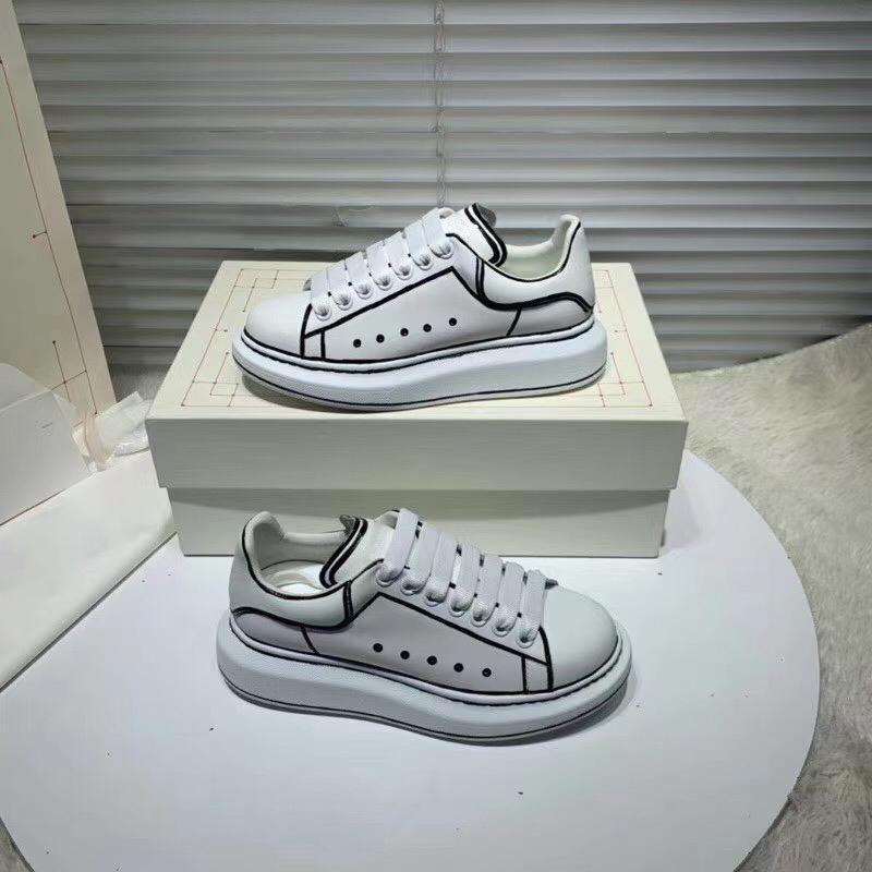 Large chaussures à bord occasionnels mens 2020 polyvalent muffin semelle épaisse petites chaussures blanches en cuir respirant chaussures de papa femmes avec boîte et le sac à poussière