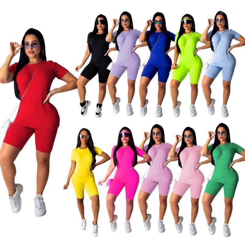 Manga curta Suits Casual Vestuário Womens Estilo Street 2 Piece Set Ladies Verão Designer multi cor Fatos sólidas impressas a cores