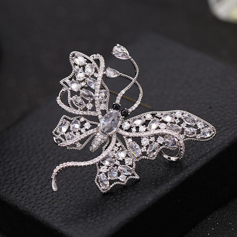 Corea di lusso di fascia alta moda di marca di alta qualità zircone temperamento farfalla gioielli spilla signore perni accessori cappotto corpetto