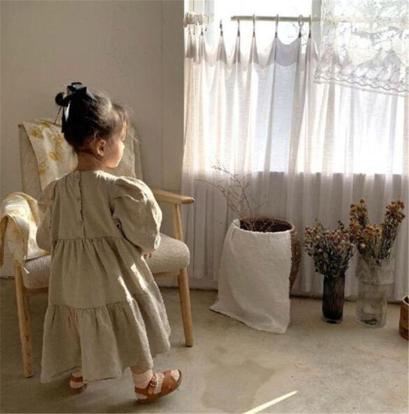 DB الكورية ins الفتيات الصغير الكتان العضوية القطن فساتين نفخة طويلة الأكمام عودة أزرار الأطفال الكشكشة عارضة الأميرة اللباس