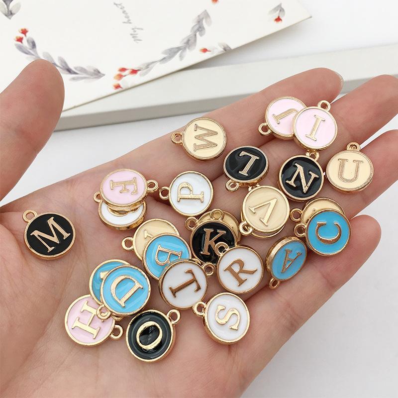 26pcs / conjunto de esmalte A-Z alfabeto Pendentes da letra inicial artesanais pingente de grânulos para DIY pulseira, colar bracelete fazer jóias Apreciação