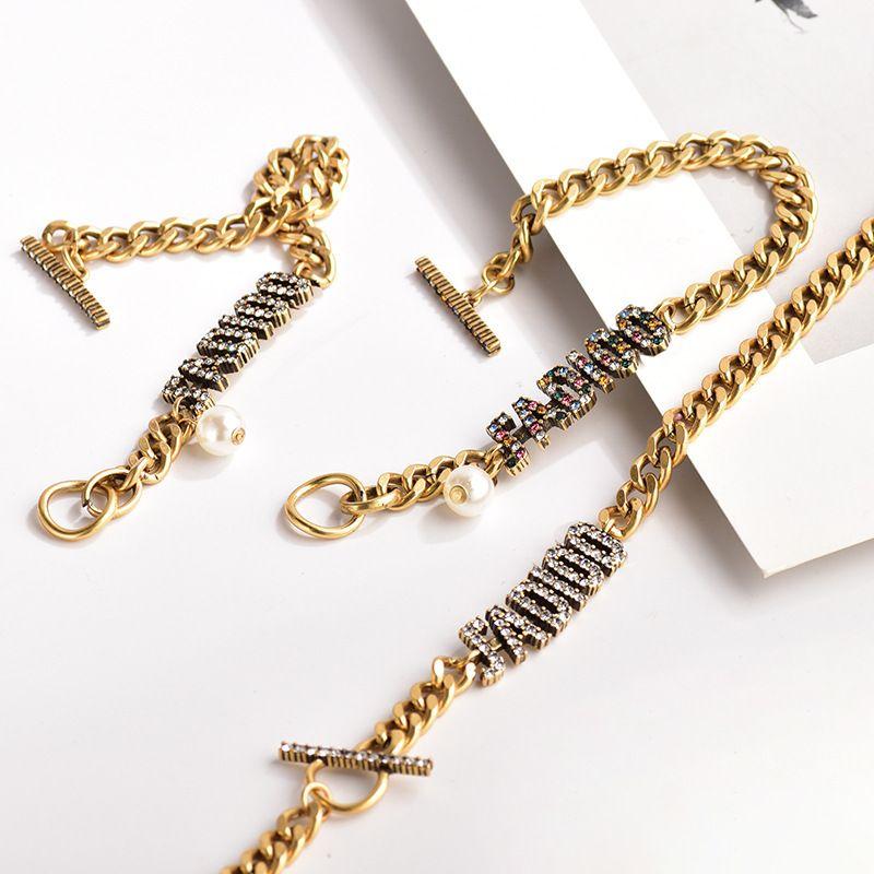 D Главная / Di Home Home 2020 Новая буква Color Diamond Ожерелье Онлайн Популярные характементы Женщины Персонализированный бриллиантовый браслет