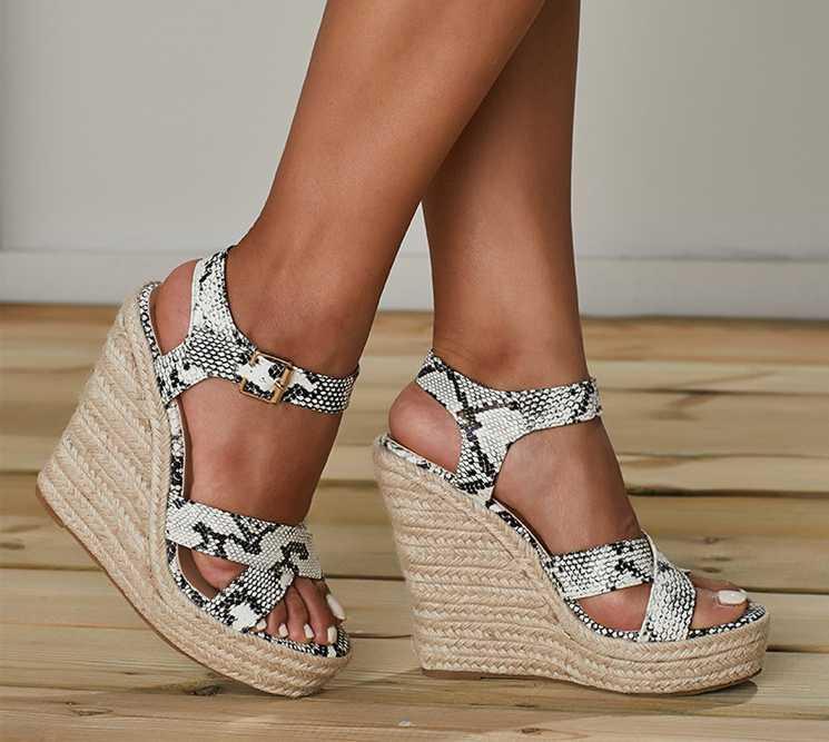 L'alta qualità delle donne della piattaforma Sandali Moda Solid Tacchi alti cunei Espadrillas Ladies Open toe sandali Serpentine
