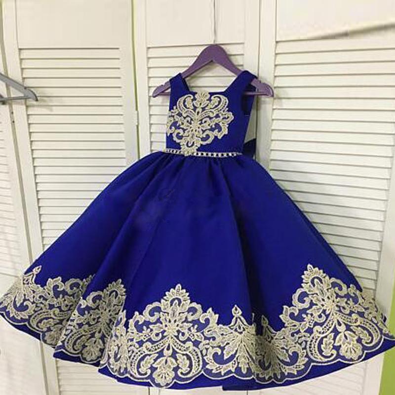 Barato azul real de una línea de las niñas de raso vestidos de boda del oro Apliques Pajarita con el marco del niño desfile del vestido de niño Prom Vestidos