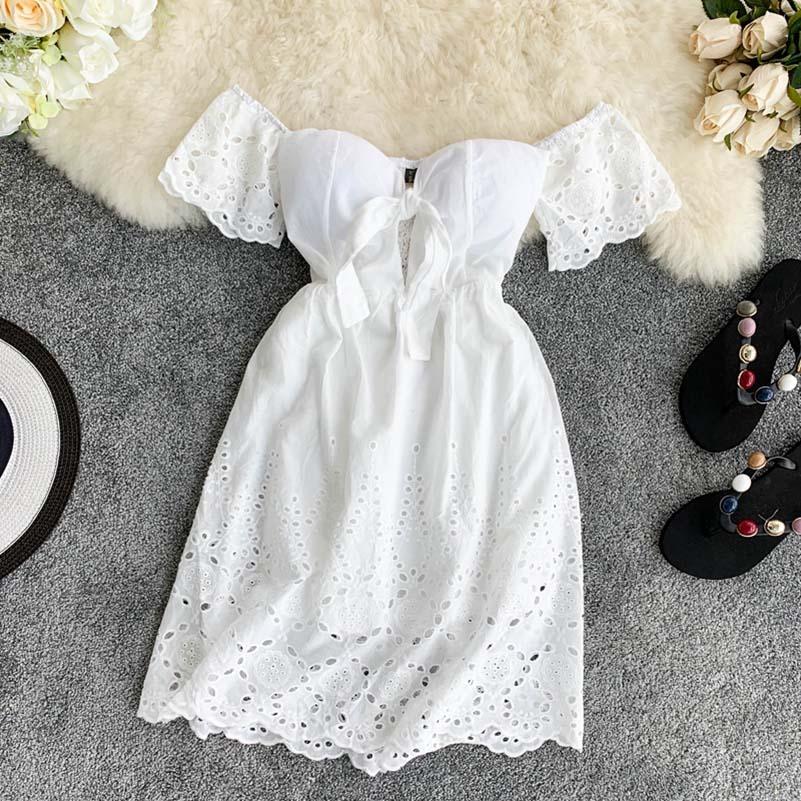Acolchado elástico Volver verano de las mujeres del hombro-back con cuello en V sin tirantes atractivo del nuevo vestido blanco con cuello en V Hada Mini Vestidos de encaje hueco
