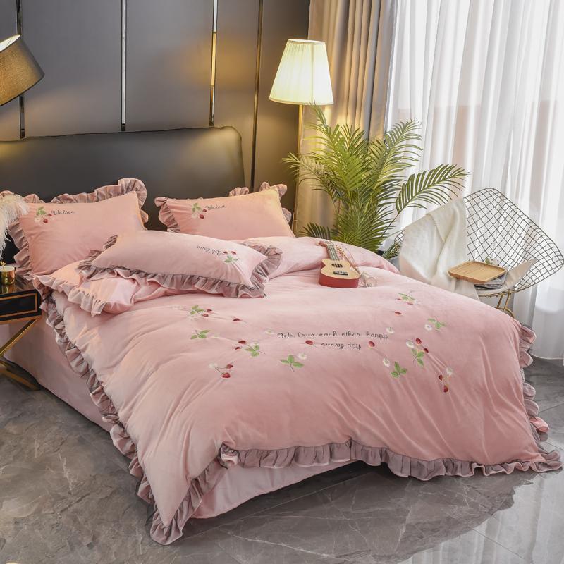 Addensare Warm cristallo Velvet 4pcs Copripiumino lenzuolo Federe increspature ricamo solido rubino Rosa Giallo Vino Rosso Green Home