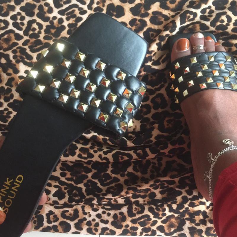 2020 sapatos Mulheres Chinelos Moda Slides Mulher Praia Flip Flops Rivet Flats Fêmeas Início outsides senhoras Verão Chinelos Sandálias