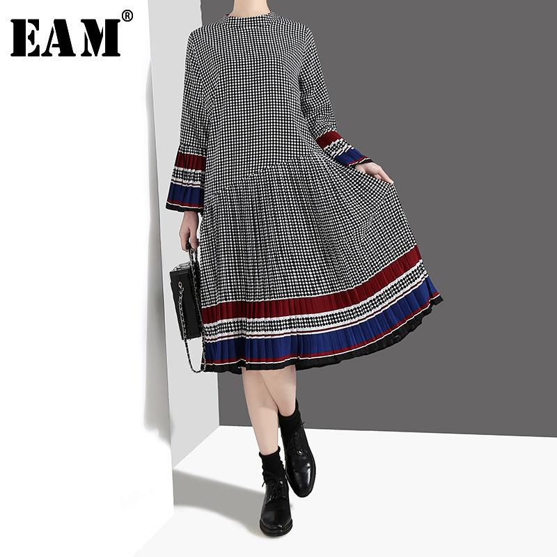 [EAM] 2020 neue Frühlings-Sommer-Standplatz-Kragen Lange Aufflackern-Hülsen-Plaid gedrucktes Rüsche gefalteter Saum loses Kleid Frauen Fashion JO187