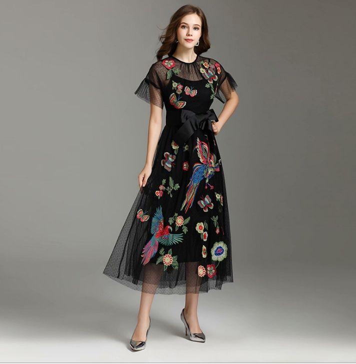 las mujeres 2020dress verano nueva ropa europea y americana de las mujeres con malla bordado vestido de encaje negro vestido largo N103