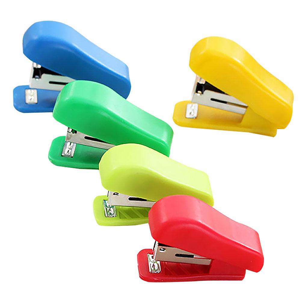 Colore casuale cancelleria portatile durevole mini cucitrice piccola per No. 10 Staples