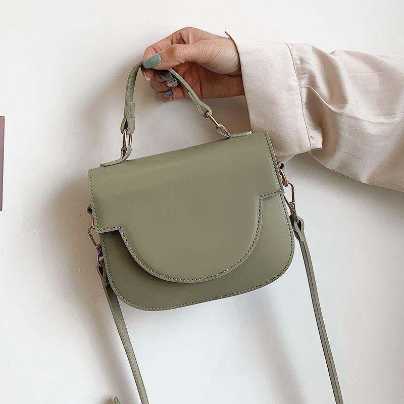 Nueva temperamento personalidad Ronda Damas solo hombro bolsa de mensajero para las mujeres forman el bolso de una silla Bolsas populares salvaje 2020
