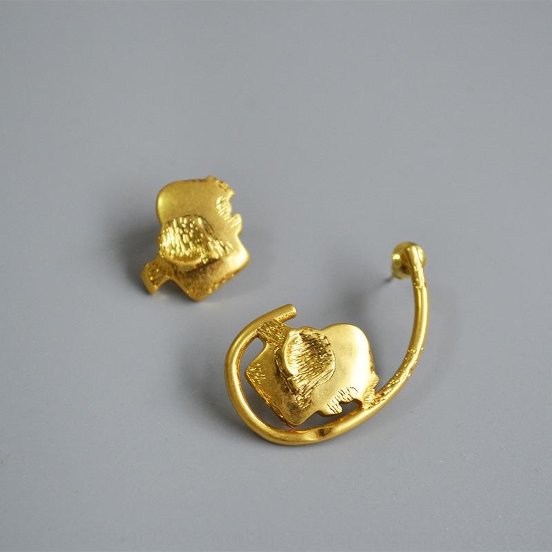 personalidad pendiente lindo elefante asimétricas zarcillos de agujas de plata 925 para las mujeres pendiente nicho de diseño de latón chapado en oro