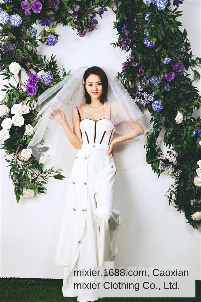 Studio thème vêtements nouveau couple large pantalon jambe large pantalon jambe rue de la mode robe de mariée vêtements photo Hipster photo costume robe de mariée