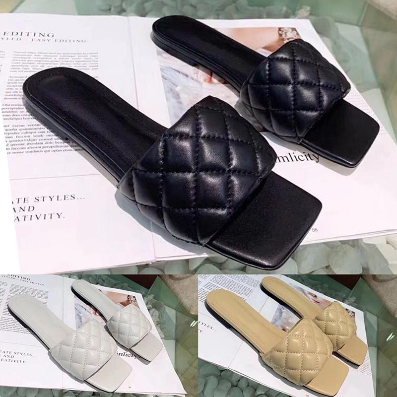 2020 Verão de alta qualidade a forma das mulheres Sandálias Sapatos com couro trançado guingão Praça Plano Praia Sandals para o verão Atacado Big Size