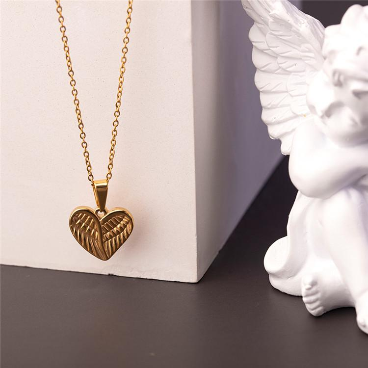 Fashion New Gold Angel Wing Love Heart Pendant Necklace Stainless Steel Minimalist Dainty Couple Choker Women Necklace Jewelry