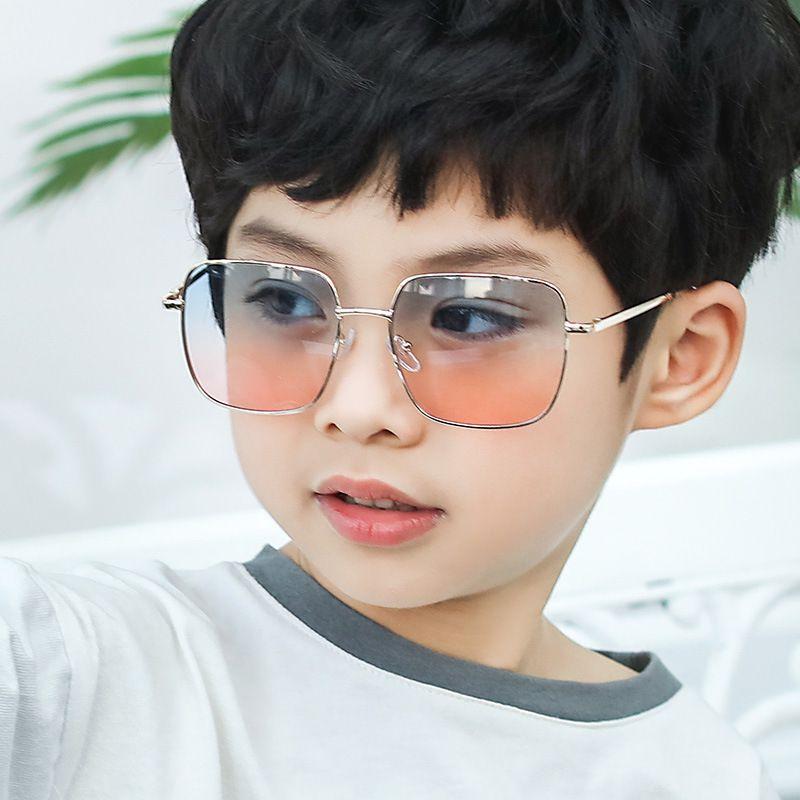 2020 Pedaço Ocean Two-tone Novas Crianças Meninos Meninas Fashion Square Sunglasses Infantil Óculos de metal Primavera Sunglasses Leg
