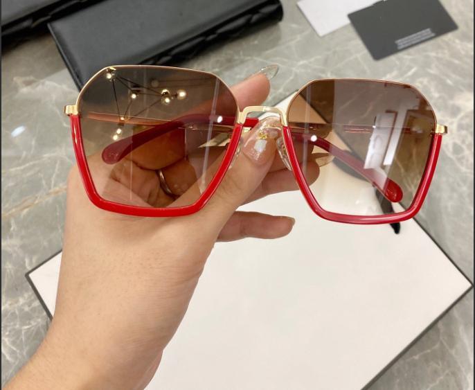 2020 الفاخرة الجديدة النظارات الشمسية للنساء مصمم الأزياء الشعبية مضلع الإطار عدسة مكبرة كريستال Metarial أزياء المرأة نمط تعال مع حزمة