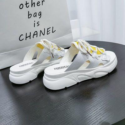 2020 Sommer neue hohle Sandalen und Pantoffeln Art und Weise Allgleiches Pantoffeln starke untere Größe der Frauen