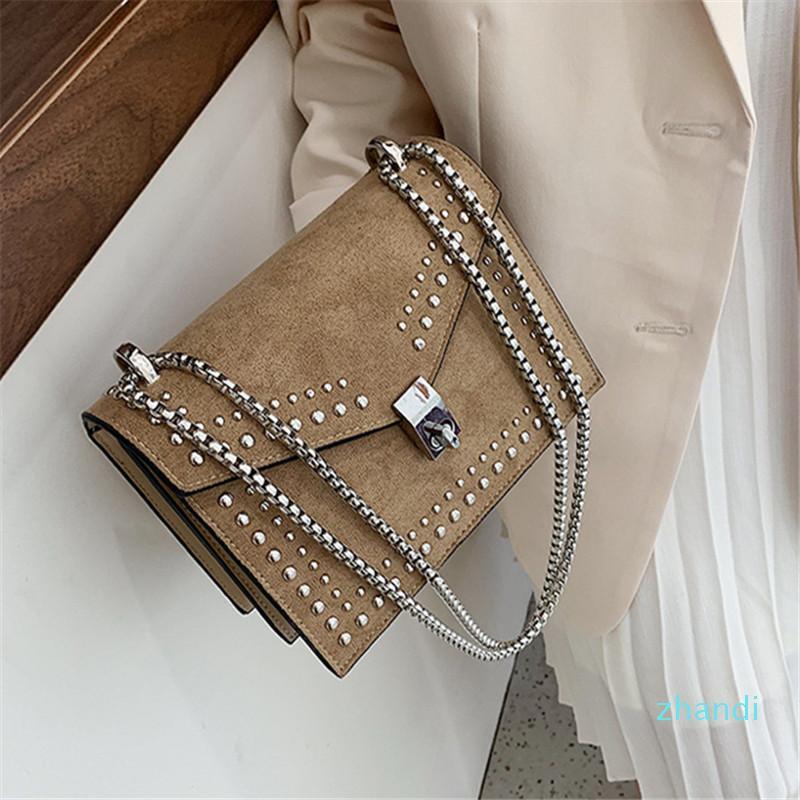vendita-Texture calda del sacchetto 2019 borsa nuova rivetto piccolo quadrato di modo delle donne in Europa e negli Stati Uniti Joker opaco Messenger