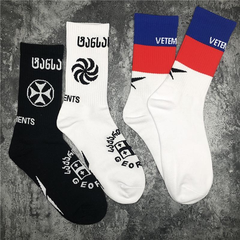 Azul Rojo Blanco Negro 2021FWSS v letras en stock Calcetines hombres de las mujeres unisex Calcetines de baloncesto de algodón 100%