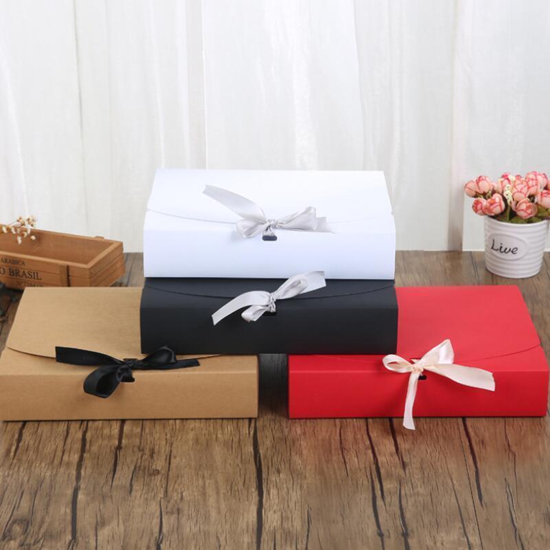 24 * 19.5 * 7cm وأبيض / أسود / براون / أحمر ورقة مربع مع الشريط سعة كبيرة كرافت الكرتون ورقة علبة هدية وشاح الملابس التعبئة DHB1410
