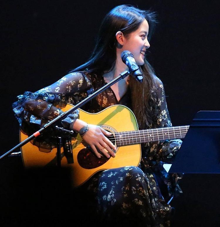 7TVw1 2020 Sonbahar yeni yıldızı Ouyang Nana aynı çiçek etek uzun kadınlar için siyah uzun kollu şifon orta boy elbise etek