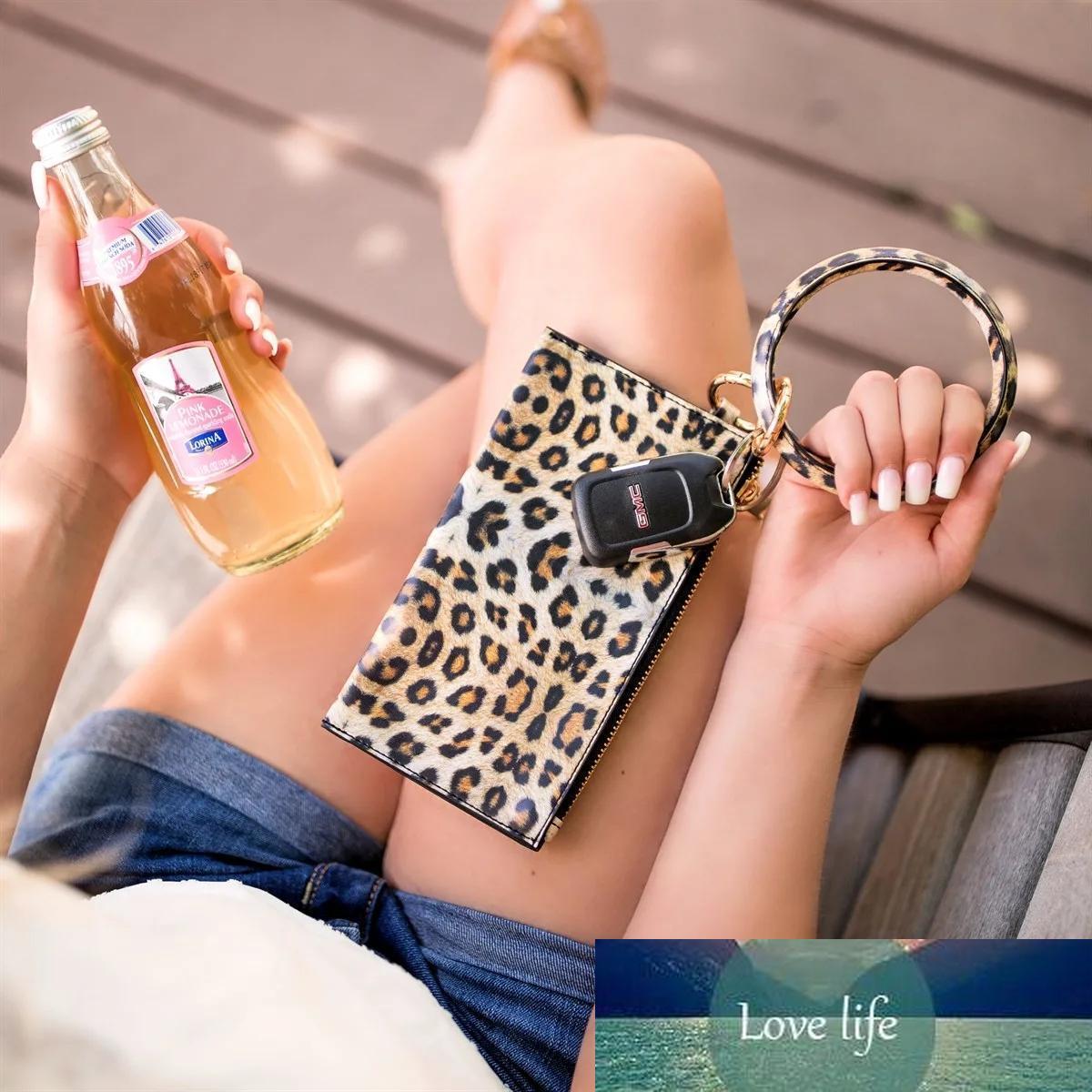 2020 Accessories Oversized Leopard O Bracelet Keyring Shopping Bag Wallet Wristlet Leather Keychain Bangle Key Ring For Women