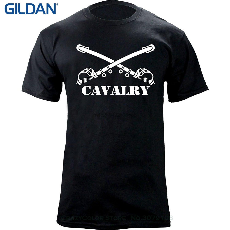 Мужчины вскользь с коротким рукавом футболки армии кавалерийского отделения Insignia скрещенные сабли Ветеран Футболку