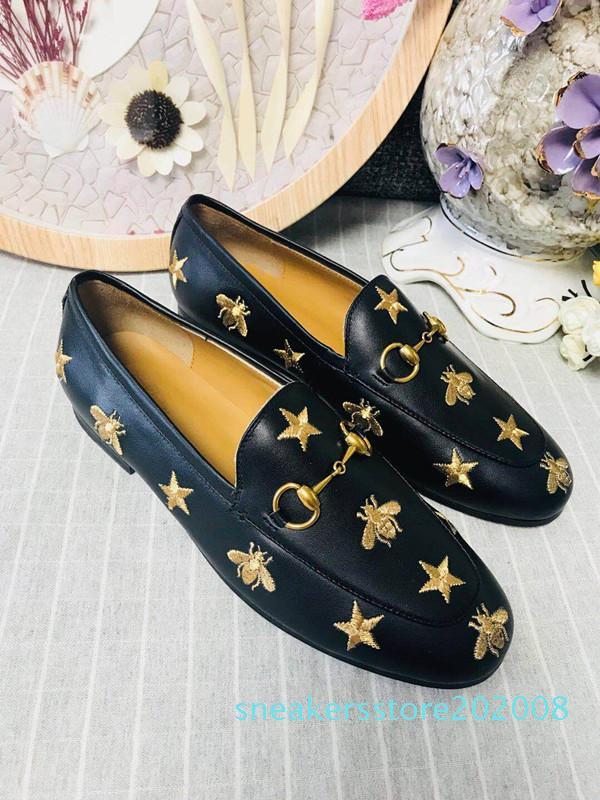 2019 Top luxury 2019 new mens designer dress shoes Genuine leather Metal snap Peas wedding Shoes classic fashion Men's shoes s08