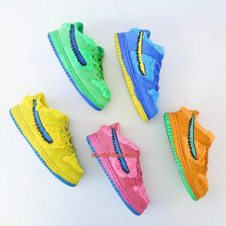 SB dunks الميت خمسة الدببة أحذية الاطفال سكيت 2020 أحذية الجلد المدبوغ طفل أصفر أخضر أزرق وردي الأزرق الدب الأطفال أحذية رياضية الحجم 24-35