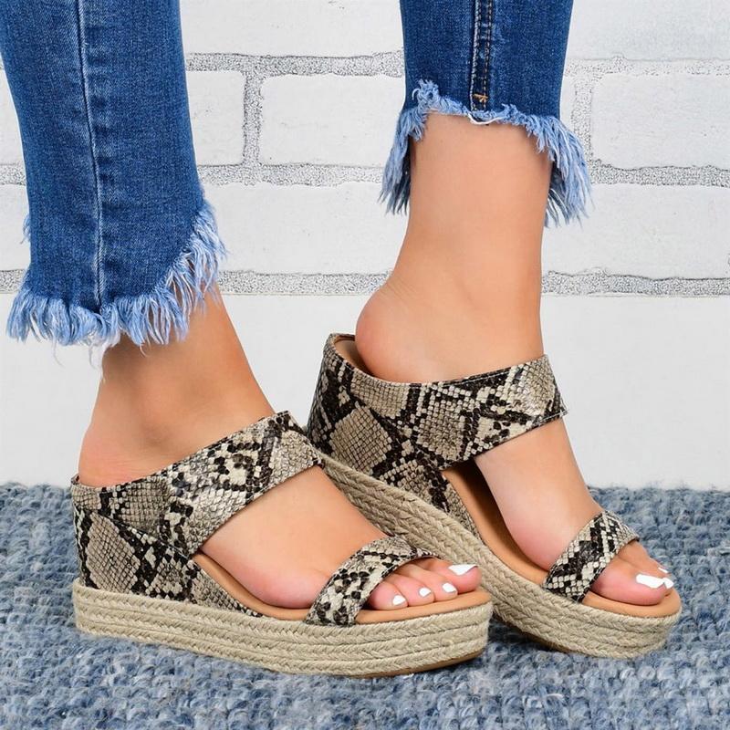 2020 Chaussures femmes Sandales d'été Gros Bas Sandales plates solides Chaussures Femme European Style américain Ladies Serpent Sandales d'impression