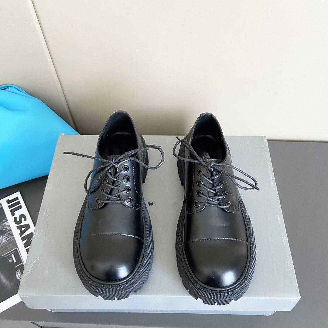 Новые поступление дизайнер платья женщин обуви натуральной кожи дамы повседневная обувь плоский каблук женской моды кожаные ботинки