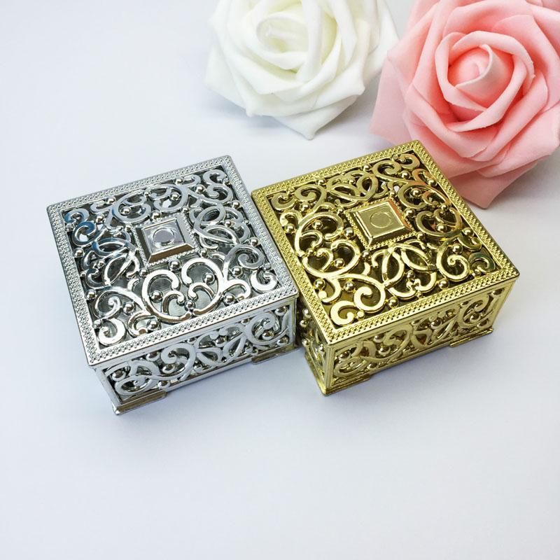100 шт Luxury Golden Silver Square выдалбливают Пластиковая коробка конфет партия подарков Фавор Коробки свадебные украшения