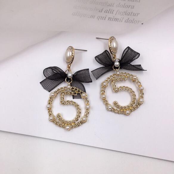 Le nuove signore di personalità Sweet Lady Figura 5 Circle orecchini lungo arco orecchini regalo Accessori di moda