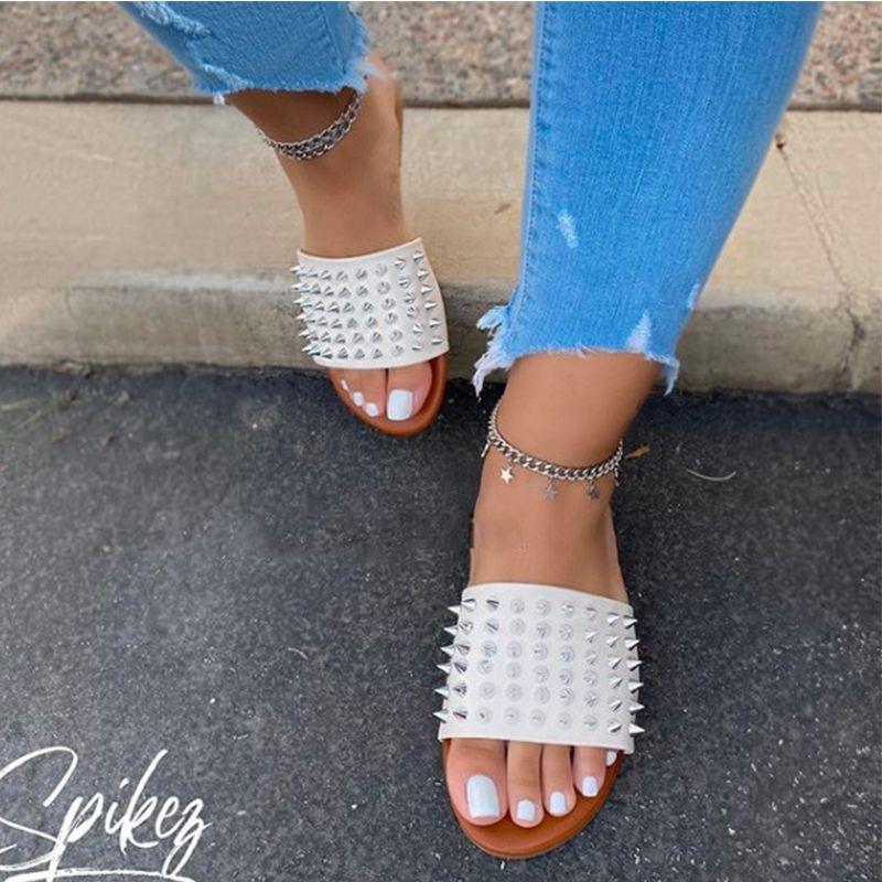 2020 Yeni Kadın Sandalet Terlik Bayan Yaz Ayakkabı Parmak Bilek Hollow Sandalet Siyah Perçin Düz Serpantin Sandalias