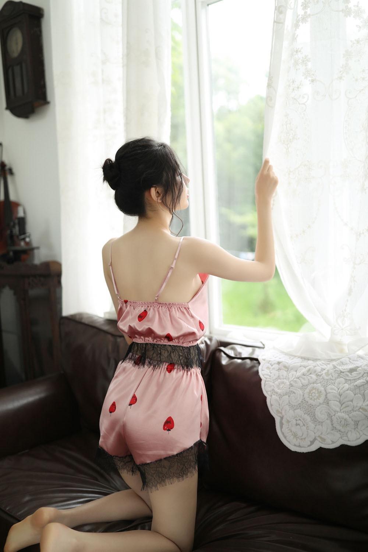sous-vêtements sexy mignon de fYryR Nouveau petit backless cil de jeu Underwear passion fraise fraise