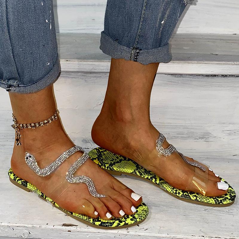 Hausschuhe 2020 neue Marken-Schlange-förmige Strass Sandalen Slipper Frauen Flachboden Strand Flip Flops Plus Size Us 4-11