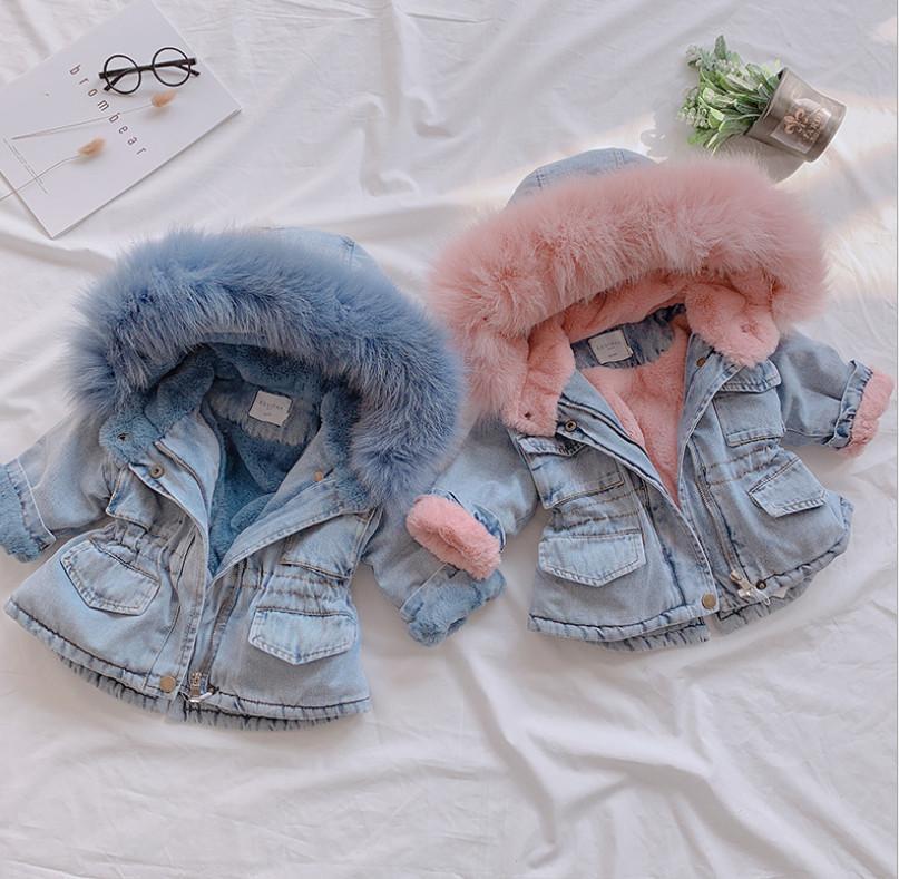 Baby Girls Denim Coat Kids Cuello de piel con capucha Jean Outwear Niños Velvet espesar abrigo de vaquero cálido A4036