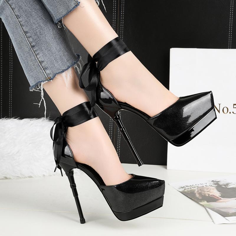 L'Europe et les femmes boîte de nuit chaussures stiletto talons hauts-des États-Unis en cuir verni à faible profondeur bouche chaussures skiff