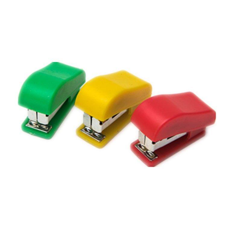 Coloful Mini grapadora Pequeña mano grapadoras de escritorio portátil Oficina de estudiante Schol Home My-inf0131