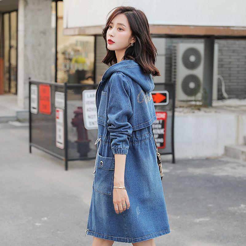 Otoño nuevo estilo de mezclilla Corea de las mujeres abrigo rompevientos diamante todo-fósforo delgado gabardina denim diamante caliente ocasional mitad de la longitud de moda de las mujeres