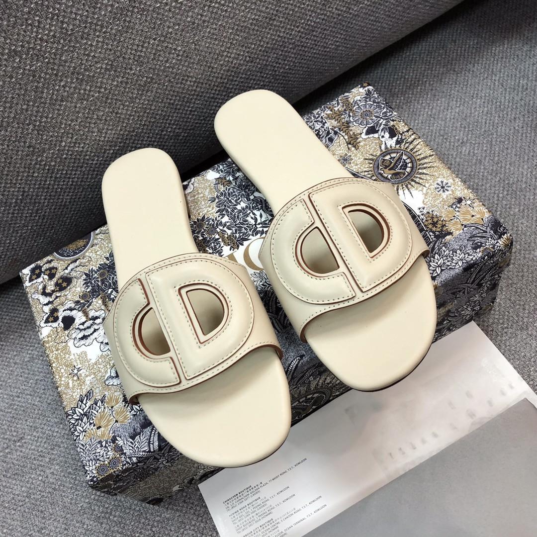 Paris en cuir souple Chaussons Sliders Femmes Sandales d'été Confort et élégance pantoufles Lady plat tongs Stiletto Sandales D Chaussures Chaussures