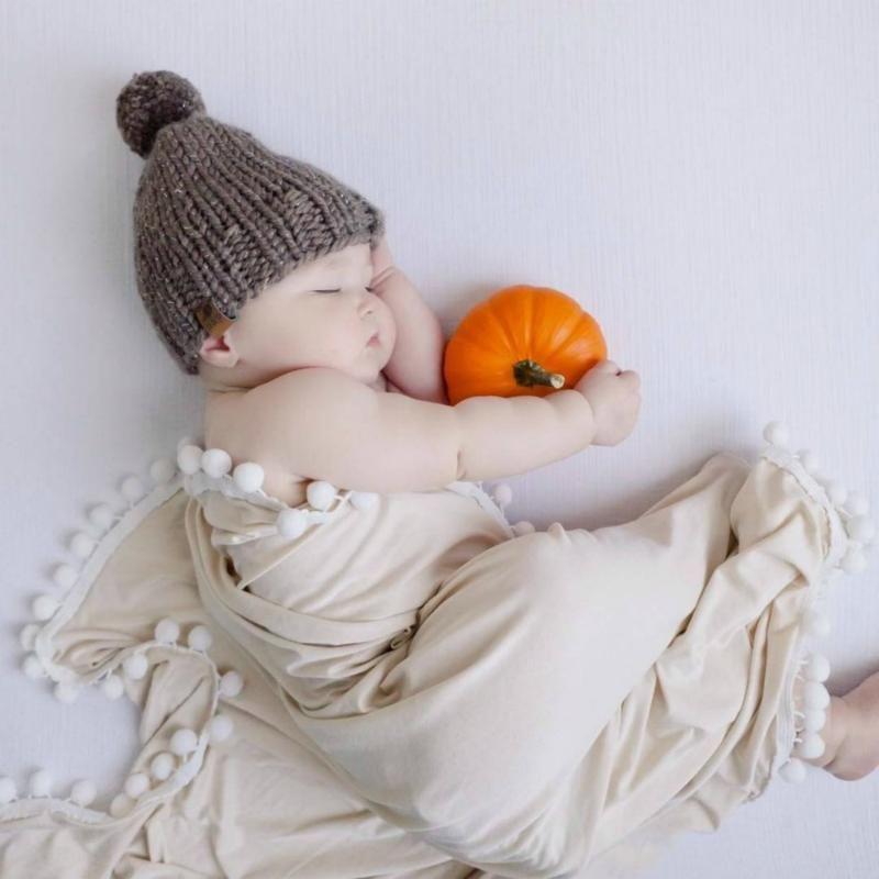 High Quality Soft Solid Baby Crib Swaddle Neutral Pom Blanket