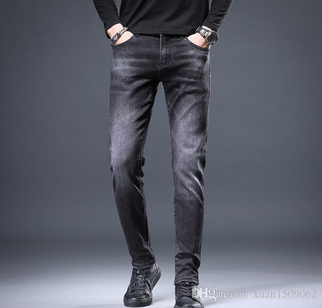 estación europea 2020 otoño / invierno nuevos pantalones vaqueros de los hombres delgados de Corea tendencia de estiramiento pequeños pies pantalones de hombre