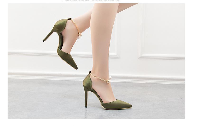 2020 Nuova perla elegante fibbia in metallo Tacchi alti seta molle Donna Sandali coreano Moda a punta signore partito scarpe sandali Shallow Y200620
