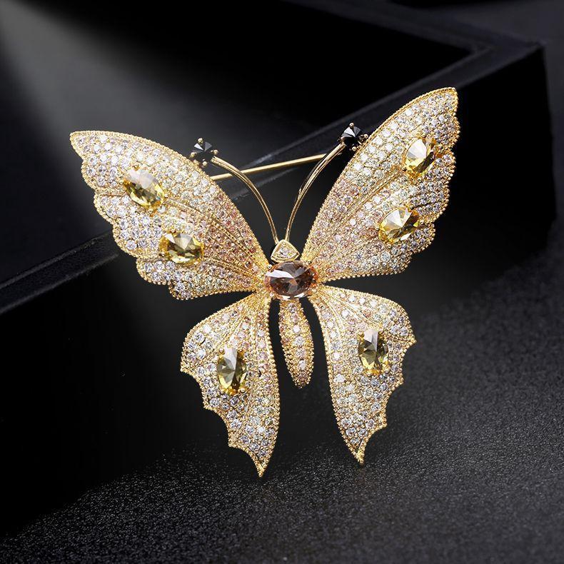 العلامة التجارية الكورية عالية الجودة 18k الذهب مطلي الزركون فراشة بروش الفاخرة الإناث لامعة الزركون مثير سيدة الصدار بروش هدية المجوهرات الراقية