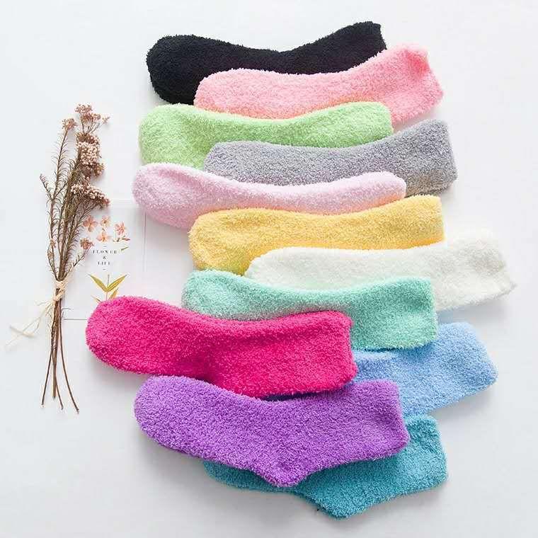 Al por mayor-otoño / invierno invierno warkm calcetines gruesos coral vellece medias coloridas al por mayor calcetines difusos 12 pares / lote