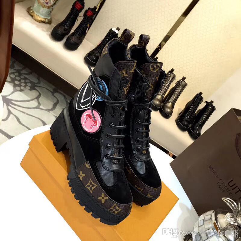 2020 Fashion Flamingo Liebe Pfeil Medaille Martin Stiefel Qualitäts-klassische Drucken Stitching Winterstiefel Luxus-Leder-starke Ferse Wüstenstiefel